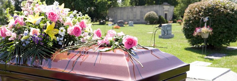Comment organiser des funérailles pour peu